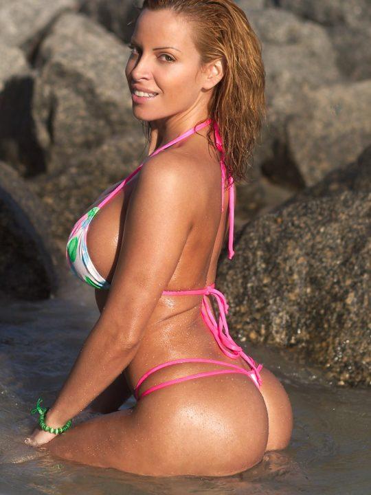 Ava Cowan | Squats Booty Thong